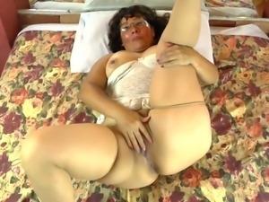 chubby mature slut gropes herself