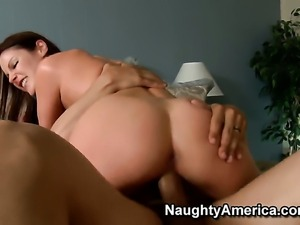 Samantha Ryan looks for a chance to get orgasm after hard muff pie fucking...