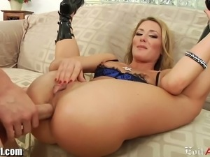 Sheena Shaw gets her ass dildoed and munched