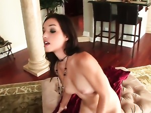 Sandy Sweet gives anal pleasure to herself the way she loves it in solo scene