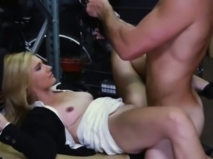 Horny hottie babe got some cash for her pussy