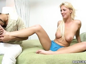 Sydney makes man unload spunk upon her face