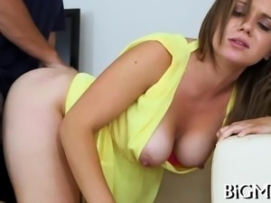 Babe could not stop licking dudes irresistible pecker