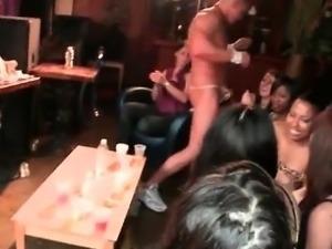 Amateur Girl Gets Huge Jizz Facial from Stripper
