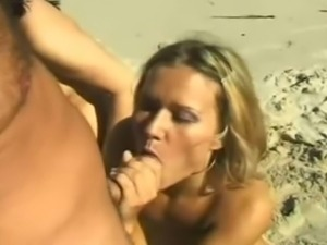 Piss: Brunette and blond in Beach