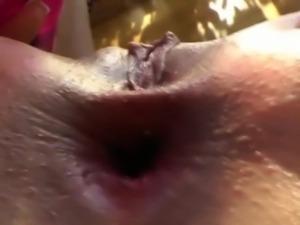 Fetish babe uses vibrator