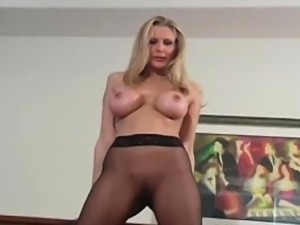 Busty lovely chick likes cameltoe view