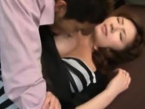 Orientalsex milf gets pussy fingered