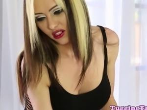 Masseuse Jeanie Marie deepthroating dick