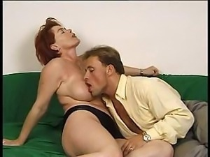Mature woman wants the young man to bang her until she comes