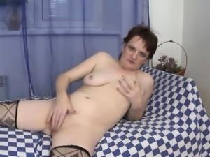Old mature in pink underwear masturbate her big horny pussy