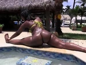 Big ass and huge tits of ebony Nina Rotti