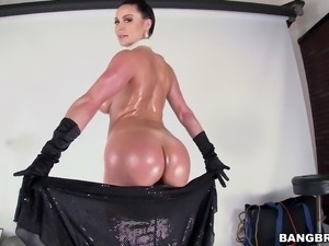 kendra lust lets him eat her ass