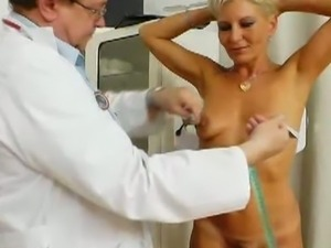 Innocent blonde granny got her old cunt examined