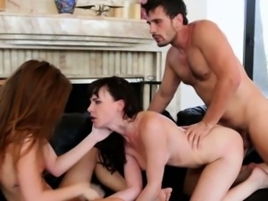 Teen ass rimmed by wife in threeway