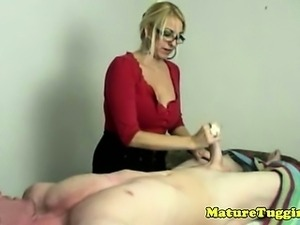 Bigtit cougar with spex working cock