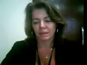 Coroa muito gostosa se masturbando na webcam - bucetas gostosas sexo free