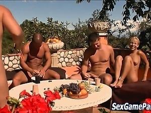 Outdoor babe sex game
