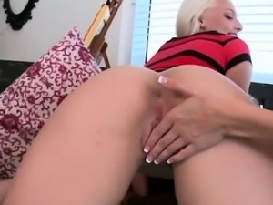Young three lesbos facesitting and eating pussy