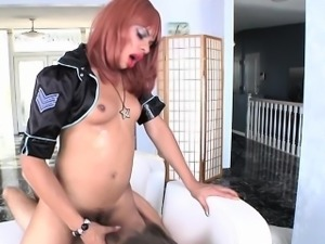 Ebony tranny blows load over white guys face