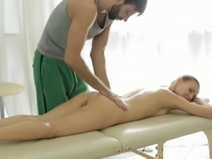 Fascinating gal bonks non-stop with her partner