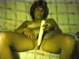 This MILF pleases herself