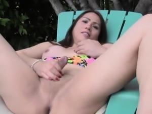 Asian tranny Bea Belle wanking ouside