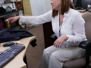 Real busty amateur sucks broker for cash