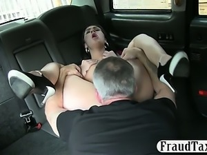 Amateur chick nailed by pervert driver for a free cab fare