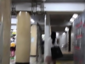 Asian sluts pee and wipe