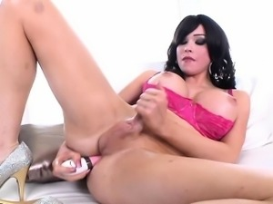 Bigtit tgirl jerking off and toying her ass