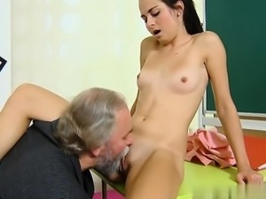 Horny housewife Sperma schlucken
