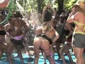 Hottest Ass contest in Public !