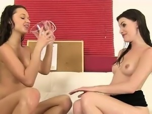 Daphne and Zena having a lesbo piss fest