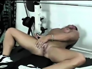 Ebony Bodybuilding Milf Toy Pounding