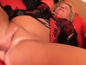 Two amateur couples fuck on the bed