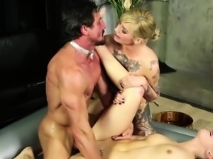 Two gorgeous rockers gets themselves in threesome action