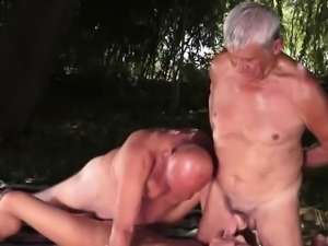 Outdoor threesome with kinky grandpas