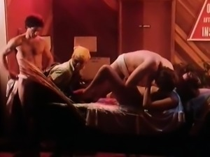 Annette Haven, Lisa De Leeuw, Veronica Hart in vintage porn