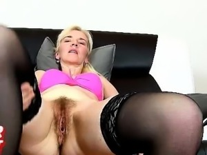 Czech mom Beate with a boy aged vagina flexing and speculum