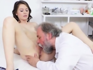 Beautiful Hoe Gets Her Pussy Examined By Doctor