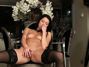 Melisa Mendiny reaches satisfaction using nothing but her dildo