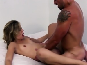 Painter babe cocksucking before pussyfucking