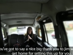Wife passenger fucking with taxi driver to off her fare