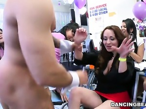 Big booty women bend over for a stripper