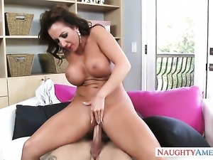 Huge ass cougar gets a dick ride