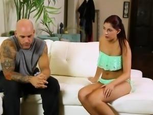 Big ass masseuse Miranda Miller blows a lucky pervs dick