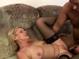 Mature wet pussy banged