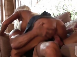 Delicious wench Britney Amber shows her slutty side in cumshot action