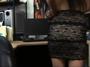 Amateur babe sells her ring and fucked by perverted pawn guy